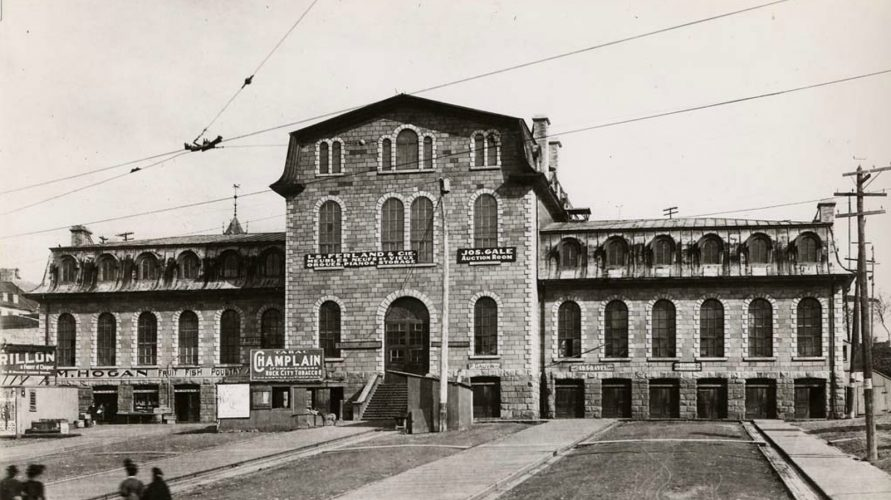 La Halle Et Le Palais Montcalm La Formation Dun Carrefour