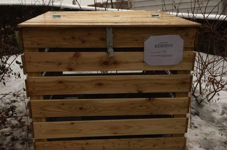 nouveaux bacs compost c te badelard qu bec le bourdon du faubourg. Black Bedroom Furniture Sets. Home Design Ideas