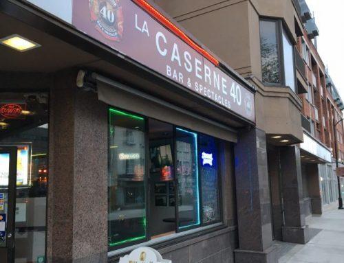 Un petit bar de quartier, à l'écart des autres